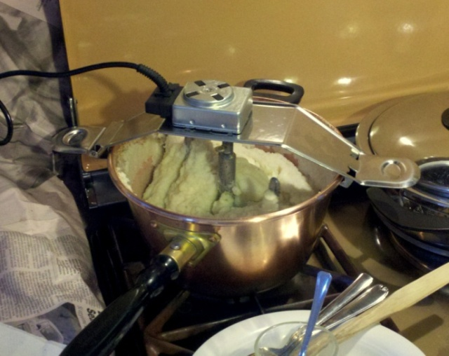 Electric polenta mixer